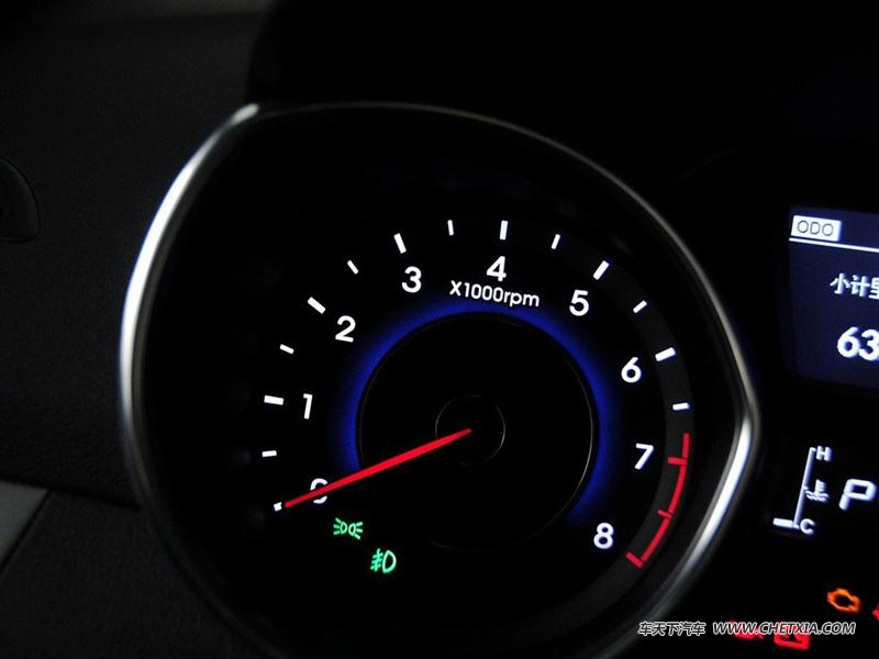 北京现代 朗动 朗动 2015款 1.6l 自动尊贵型 中控方向盘