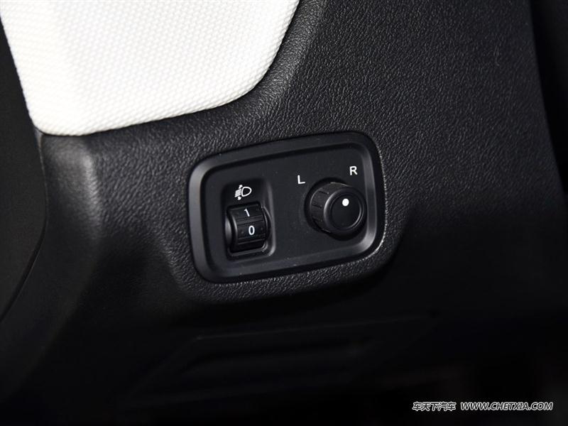 上汽荣威 荣威E50 荣威E50 2016款 标准型 中控方向盘
