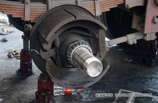 对于加装abs的挂车来说,在车轮上我们需要安装传感器底座,传感器以