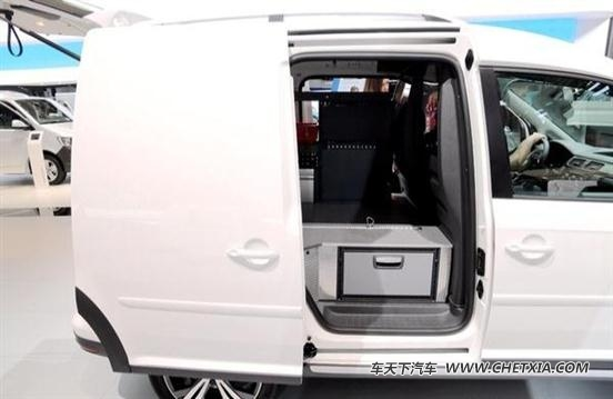 大众第四代开迪(caddy)货运版也依旧是非常熟悉的设计风格,仪表盘采用